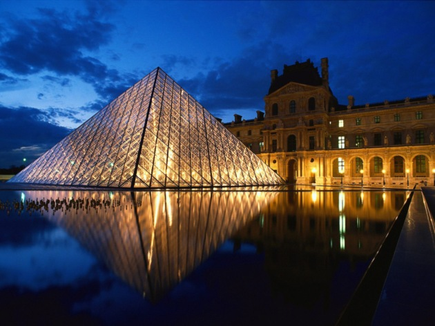 Pyramid_at_Louvre_Museum_Paris_France1